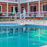 отель в заозерном с бассейном