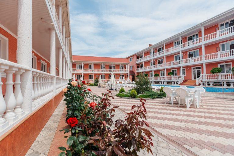 отель Ред Хаус в Заозерном